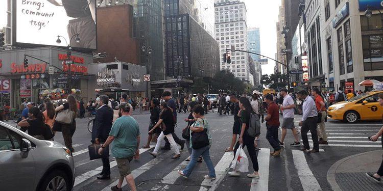 Nueva York declara por primera vez en 77 años un toque de queda total