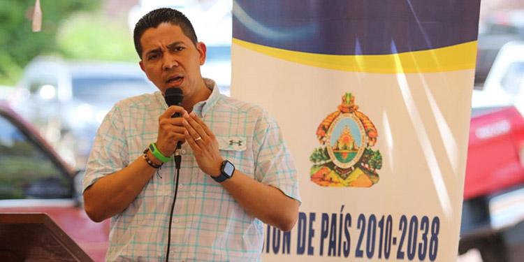 Sánchez recordó que se sentó con el Presidente Hernández para buscarle solución a los constantes apagones en el departamento.