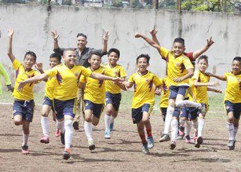 A todo pulmón festejaron su clasificación los infantes de la escuela Honduras.
