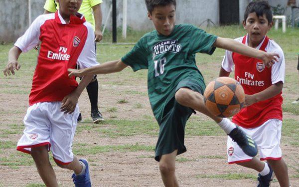 Acción del juego entre los centros educativos Del Campo y Nemesia Portillo.