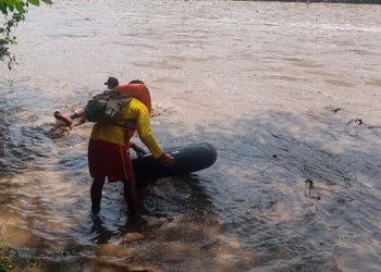 Las autoridades recomiendan a los pobladores mantenerse alejados de los caudales de los ríos.