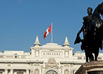 El parlamento de Perú actualmente estaba constituido de 130 diputados electo bajo 14 partidos políticos.