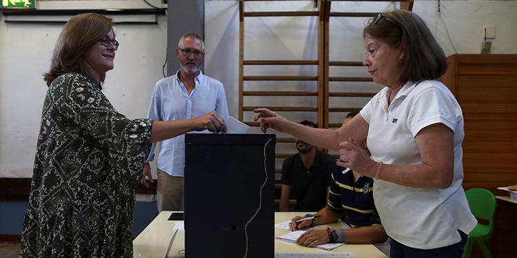 La asistencia de votantes ha sido baja durante las primeras horas.