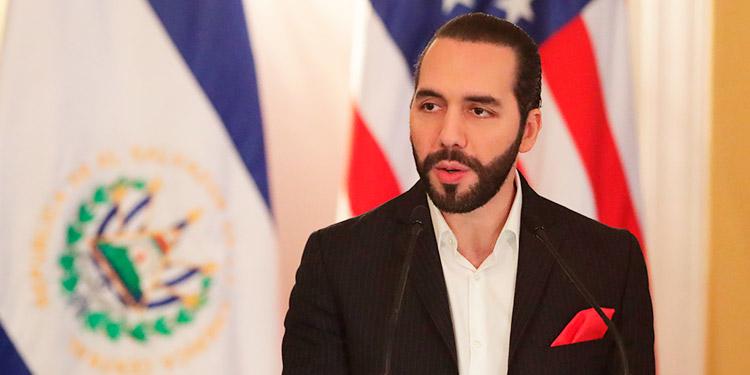 Presidente de El Salvador y canciller mexicano se enfrentan por vuelo con coronavirus