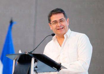 Presidente Hernández felicita a Teófimo López campeón mundial ligero
