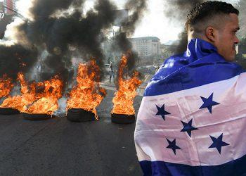 """Los hondureños celebraron con barricadas, el desenlace del juicio final de """"Tony"""" Hernández."""