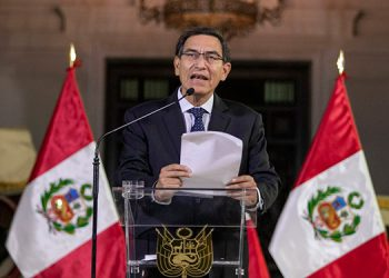 Nuevos testigos acusan al presidente de Perú de haber recibido coimas
