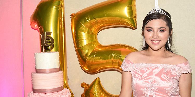Alessandra festejó sus 15 años en el Hotel Real Intercontinental.