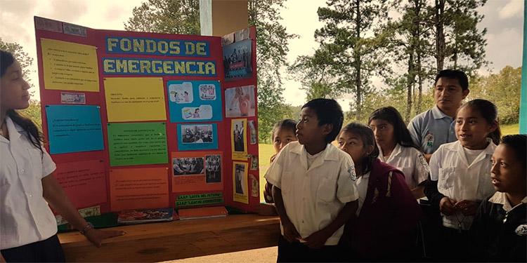 El proyecto de los Grupos de Autoahorro y Préstamo, que impulsa la organización CRS en las escuelas de esa zona, brinda educación financiera práctica a los niños de Intibucá.