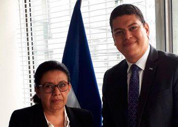 Abogado Roberto Ramírez Aldana (Embajador de Honduras frente a UNESCO), Dra. Eleonora Espinoza (CEIB/FCM/UNAH).