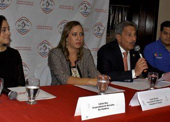La conferencia en un hotel capitalino fue presidido por Epaminondas Marinakys, presidente de la Canaturh.