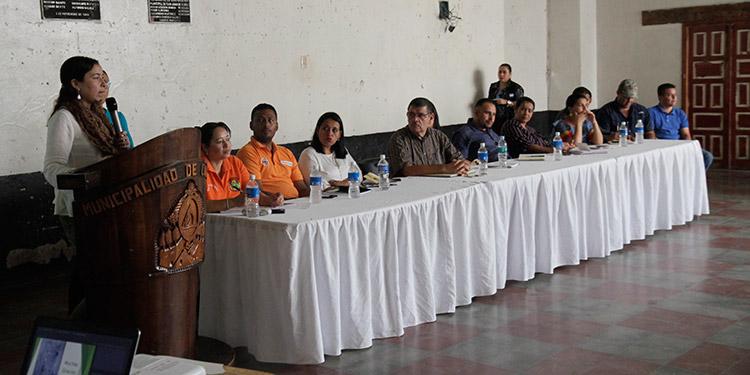 La corporación municipal de Cantarranas en pleno estuvo presente en el cabildo abierto.