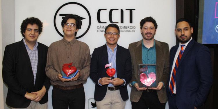 José Luis Rivera, Allan Ariel Rico, Fredy Acosta (en representación de Sandra Elvir), Michael Barach, Marcio Jiménez.