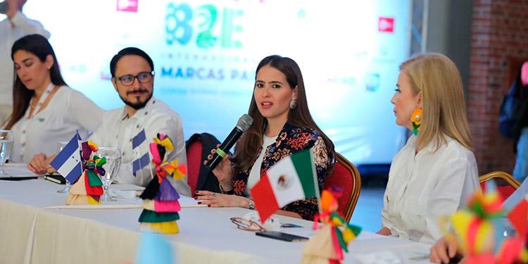 La ministra de Comunicaciones y Estrategia, María Andrea Matamoros, participó en la I Cumbre Internacional de Altos Mandos de Marcas País.