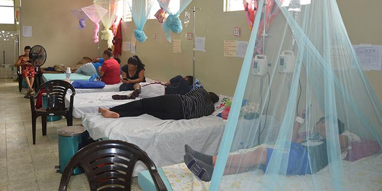 Alrededor de 15 camas fueron habilitadas en la Sala de Dengue de Danlí, El Paraíso.