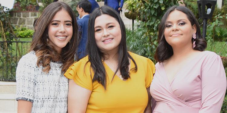 Claudia Salinas, Andrea Pérez, Bianca Ruiz.