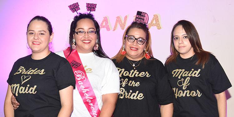 María Bu, Anna Molina, Bessy Moreno, María Fernanda Bu.