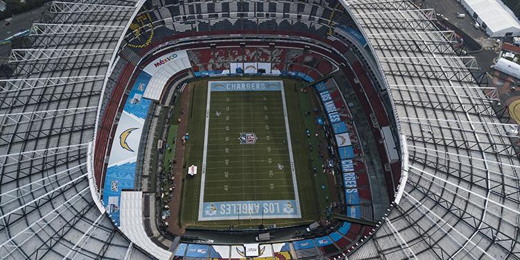 Aquí se enfrentarán los Chiefs de Kansas y los Rams de Los Ángeles este lunes en un partido de campaña regular de la NFL.
