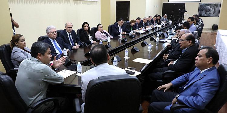 La Asociación Hondureña de Instituciones Bancarias (Ahiba) e institutos de previsión sostuvieron una reunión de trabajo con el Presidente Juan Orlando Hernández.