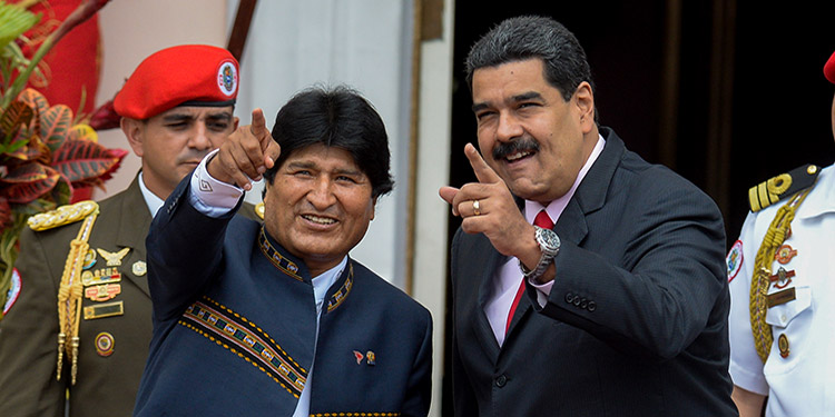 """El mandatario venezolano, Nicolás Maduro, dijo estar listo para la """"pelea"""", luego de que el presidente estadounidense, Donald Trump, asegurara que la renuncia del boliviano Evo Morales debe ser """"una fuerte señal"""" para los gobiernos """"ilegítimos"""" de Venezuela y Nicaragua."""