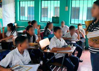 Los docentes se quejan que tienen diez años de no recibir un incremento salarial.