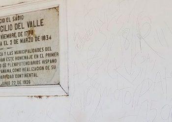 Las paredes de la casa donde nació José Cecilio del Valle y la estatura del prócer fueron mancilladas por desconocidos.