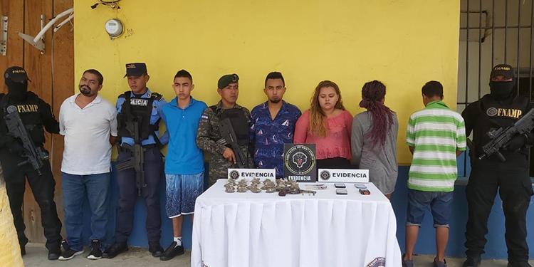 Capturan a 6 supuestos extorsionadores de la 'Pandilla 18' en Trujillo, Colón (Video) - La Tribuna.hn