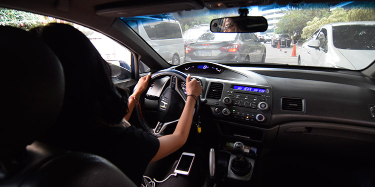 Rompiendo estigmas estos taxis VIP son conducidos solo por mujeres.