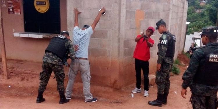 La Policía Militar del Orden Público (PMOP), atiende las distintas denuncias realizadas por capitalinos.