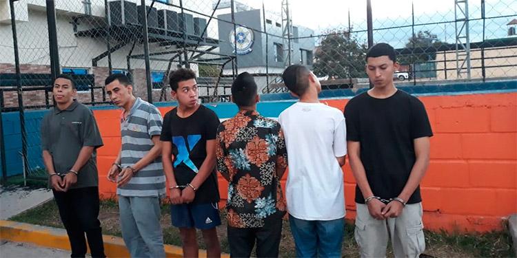 Los detenidos fueron encontrados con armas de grueso calibre supuestamente utilizadas para cometer diversos crímenes.
