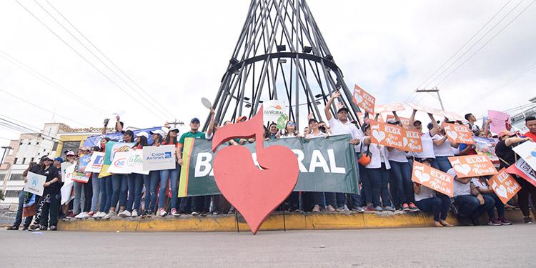 Voluntarios de la Teletón demuestran su solidaridad en caminata de incentivo para que Honduras se sume a esta causa.