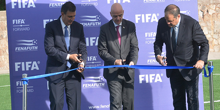 Momento en que el presidente de FIFA, Gianni Infantino, daba por inaugurado el Estadio Infantil Fenafuth.