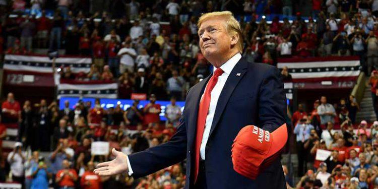 Cheques de ayuda para estadounidenses vendrán con el nombre de Trump
