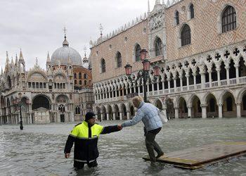 Las inundaciones son a raíz de la marea alta en Venecia.