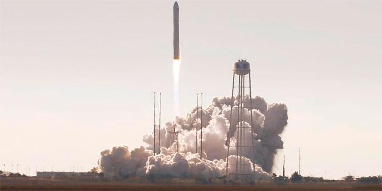 Envían misión al espacio para llevar ¿un horno de galletas?