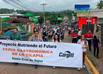Los habitantes participaron en la primera feria del agricultor, en Santa Cruz de Yojoa.