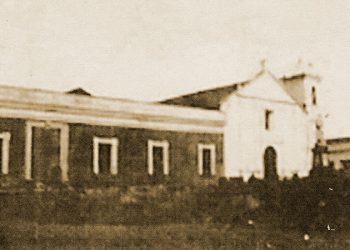 1 La iglesia de San Francisco (1735) y a la izq. lo que fue Convento, después Universidad, Cuartel y hoy Museo de Armas.