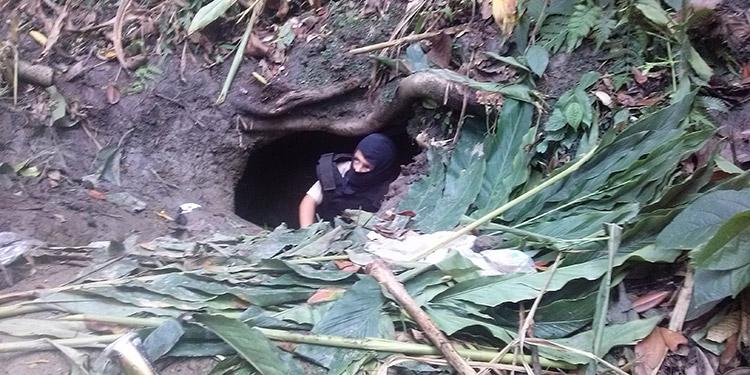 Dentro de un hoyo en una gruta de una montaña mantuvieron a un secuestrado.