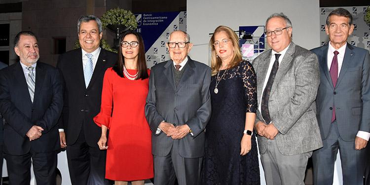 José Carlos Castañeda, Dante Mossi, Nadia Baldelomar, Jorge Bueso Arias, Clara Quiñónez, Carlos Sangureti, Ángel Cabrera.
