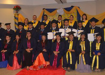 Un total de 18 universitarios obtuvieron sus respectivos títulos, entre ellos la primera promoción de diez abogados.