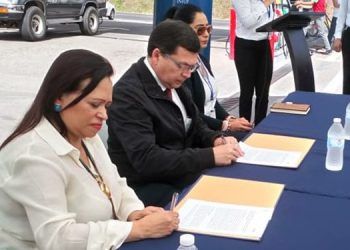 El convenio fue suscrito entre la directora ejecutiva de la Ahdippe, Saraí Silva y Roberto Cardona por parte del Infop.