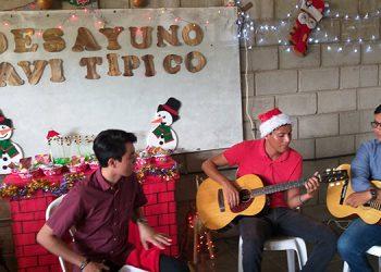 Los alumnos de la asignatura de historia de Honduras dieron por iniciadas las celebraciones navideñas en el CURNO.