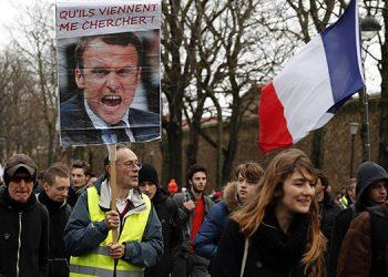 Manifestantes del movimiento de los chalecos amarillos protestan en las calles de París, este sábado 7 de diciembre de 2019.