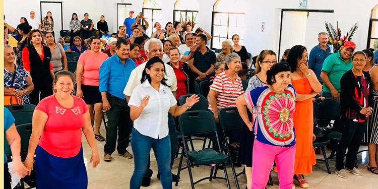 Pacientes practicaron zumba en el Primer Congreso de Diabéticos de la zona del Lago de Yojoa.