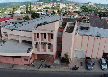 """Este es el actual edificio de Diario LA TRIBUNA, donde a diario se cumple la misión de ser """"Una voluntad al servicio de la Patria""""."""