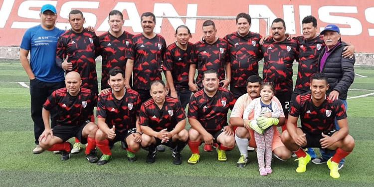 """Este es el equipo de Circulación que se coronó campeón en el torneo interdepartamentos de La Tribuna """"Aquiles Andino""""."""