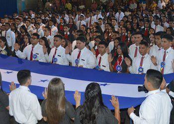 La juramentación de los nuevos profesionales constituye el acto más emotivo para los jóvenes, sus familias y autoridades educativas.