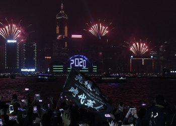 Los festejos en Hong Kong fueron multitudinarios y tuvieron el ingrediente pro-indenpendentista. AFP