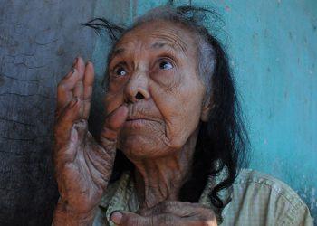 """""""Mi madre me dijo: jamás vayás a andar pidiendo, como mendigo"""", contó la anciana a LA TRIBUNA."""