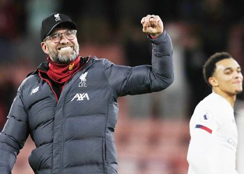 Liverpool's German manager Jurgen Klopp (L) celebrates their victory during the English Premier League football match between Bournemouth and Liverpool at the Vitality Stadium in Bournemouth, southern England on December 7, 2019. (Photo by Adrian DENNIS / AFP) / RESTRICTED TO EDITORIAL USE. No use with unauthorized audio, video, data, fixture lists, club/league logos or 'live' services. Online in-match use limited to 120 images. An additional 40 images may be used in extra time. No video emulation. Social media in-match use limited to 120 images. An additional 40 images may be used in extra time. No use in betting publications, games or single club/league/player publications. /